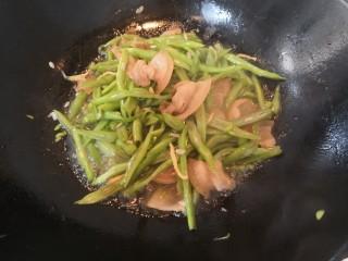 四季豆炒咸肉,四季豆断生后,大火收汁