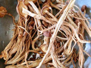茶树菇炖翻鸭,准备茶树菇洗干净