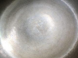 丝瓜鸡蛋瘦肉汤,大火起锅,把锅里的水珠烧干