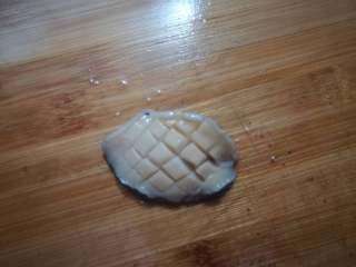 鲍鱼焖鸡,稍微改花刀,煮的时候更入味