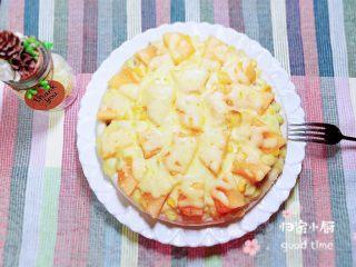 蜜瓜蔬果披萨,披萨烤好了,哈密瓜香味扑鼻而来。