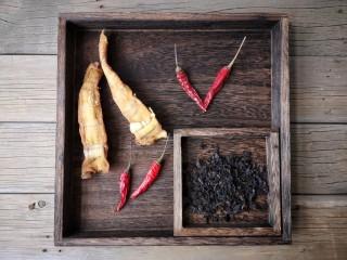 梅菜笋丝,准备食材。
