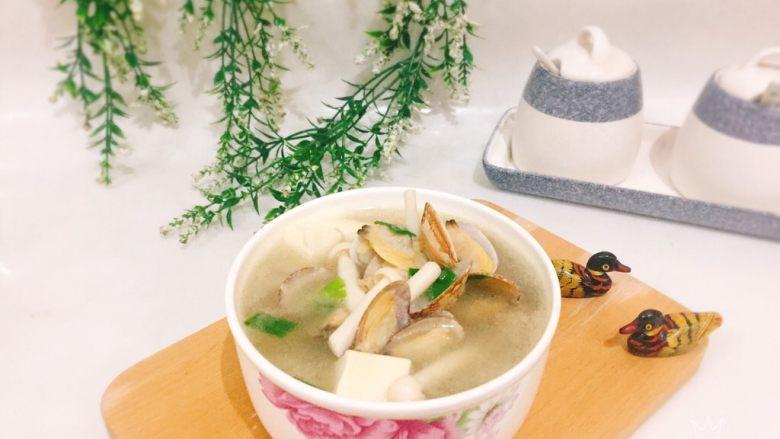 鲜味花蛤豆腐汤