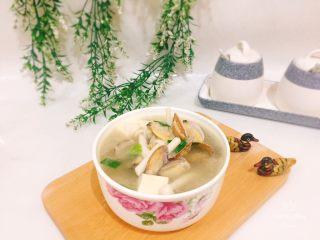 鲜味花蛤豆腐汤,成品图