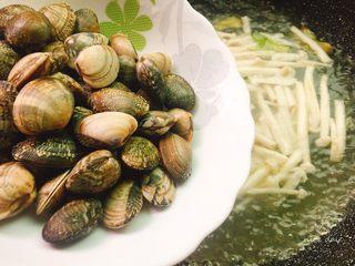 鲜味花蛤豆腐汤,花蛤,煮15分钟左右