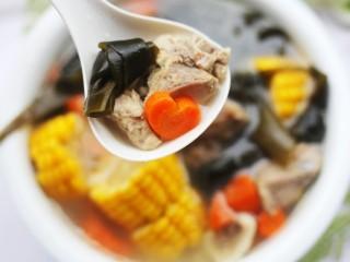 玉米海带筒骨汤,一大碗不够喝。