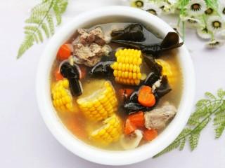 玉米海带筒骨汤,非常好喝。