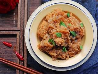 粉蒸排骨,排骨沾染土豆清甜,土豆吸收排骨浓香,相得益彰。
