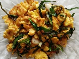 土豆闷鸡块套餐,转中火,翻炒均匀,就可以盛出装盘了。接下来处理鸡块
