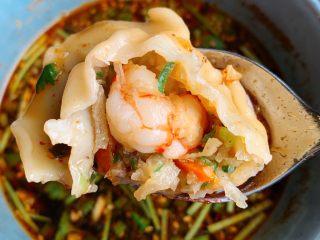 酸汤水饺,大颗大颗的虾仁🍤