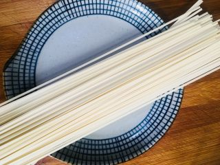 白菜荷包蛋肉丝面,准备一小把挂面