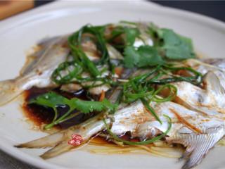 清蒸鲳鱼,香味扑鼻而来,端上餐桌即可食用