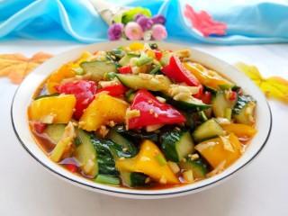 凉拌彩椒黄瓜,装盘,酸辣开胃!好吃!