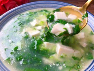 青菜豆腐汤,美味的青菜豆腐汤做好了,不但能清热去火,还特别的清淡好喝,超适合这炎热的夏天食用。