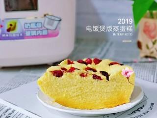 蒸蔓越莓蛋糕~电饭煲版,天热一定不能给宝贝吃容易上火的食物呦~电饭煲做蛋糕,原来这么简单呀!