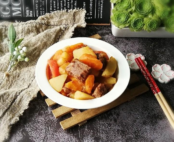 红烩牛肉土豆,牛肉香味很浓厚
