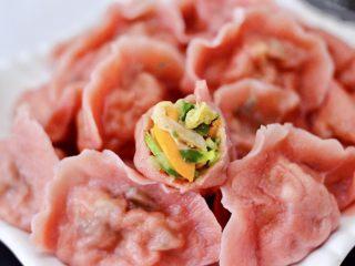 粉嫩粉嫩滴黄瓜扇贝鸡蛋饺子,营养丰富又鲜美无比的黄瓜扇贝鸡蛋饺子,好吃又好看。