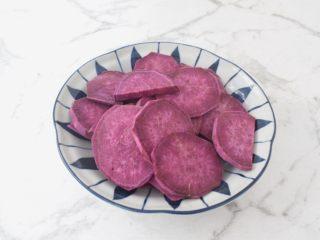 紫薯芝士饼,紫薯洗净切成薄片