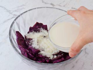 紫薯芝士饼,加入牛奶