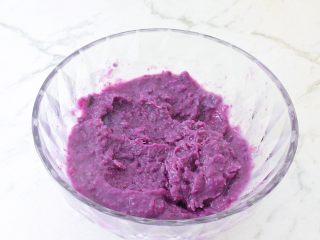 紫薯芝士饼,用压泥器压成细腻的泥状