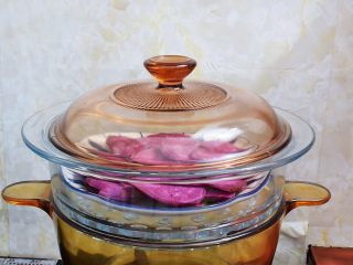 紫薯芝士饼,放入蒸锅蒸熟