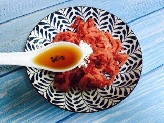 豆芽炒牛肉丝,2勺料酒