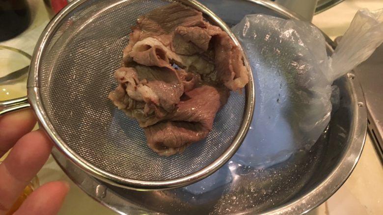 夏天的上脑-牛排沙拉,捞起后沥干水