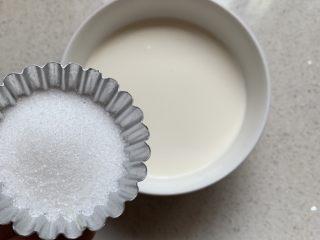 奶香焦糖布丁,淡奶油加牛奶,加糖
