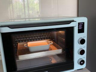 奶香焦糖布丁,送入烤箱180度,烤20-25分钟