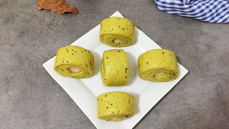 菠菜藜麦馒头卷蟹柳