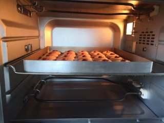 杏仁小酥饼,放入预热好的烤箱中层上火160度下火150度,烘烤25分钟