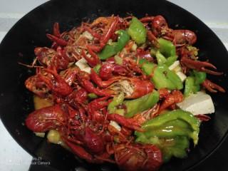 美味小龙虾,翻炒均匀。