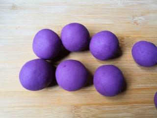 西米紫薯球,用同样方法做完全部。