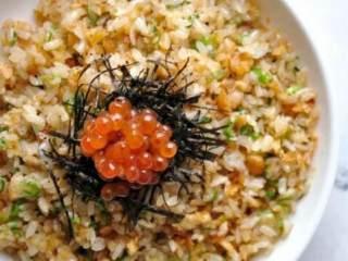 鮭鱼炒饭 ,起锅,是不是粒粒分明!炒饭不难,失败就再多试几次吧