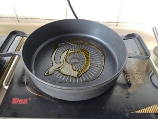 懒人排骨焖饭,热锅