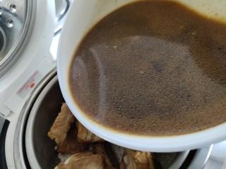 懒人排骨焖饭,加炖排骨的汤,没过米不超过1cm