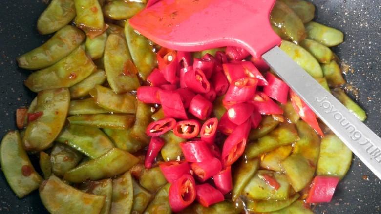 辣炒白扁豆,放杭椒。