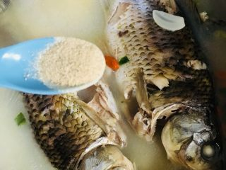 鲫鱼汤,白胡椒粉
