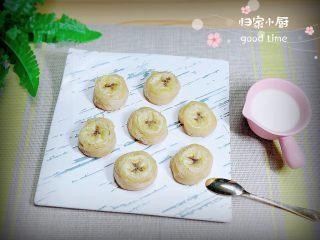 香蕉飞饼卷,可以搭配上炼乳、果酱吃,味道非常不错的哦!