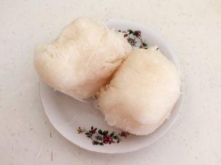 三鲜蒸饺,腌制过程中会有一些水份,把萝卜丝攥出来,挤出水份