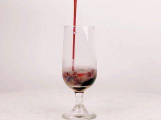 花看半开,酒饮微醺,是人生最好的状态,倒入葡萄糖浆