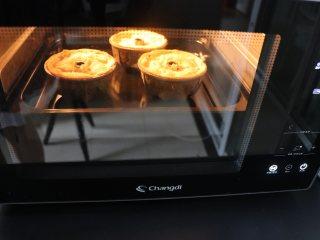 杏仁蛋糕,放入190度预热的烤箱,以180度烘烤30分钟。