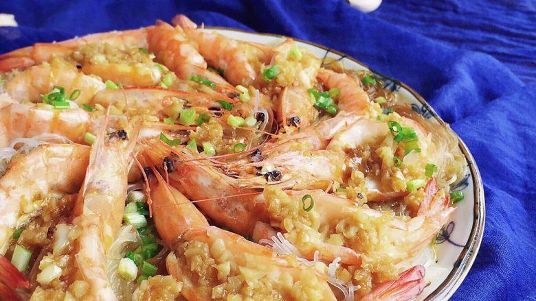 蒜蓉粉丝蒸大虾,完成。