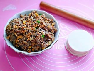 糯米藜麦鸡胸时蔬烧菜,准备好饺子皮,擀面杖。