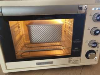 夺命软土司(一次发酵),10、柏翠5400烤箱下层,启动发酵模式38度,放入土司盒进行发酵。