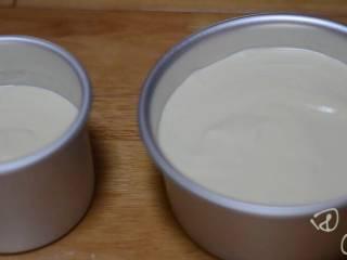 超级简单快手的抹茶爆浆蛋糕,我用4个蛋的8寸配方,做了一个6寸和一个4寸加高。配方中的比例是6寸。大家想做直接按配方做6寸即可。 上下火150度,50分钟。