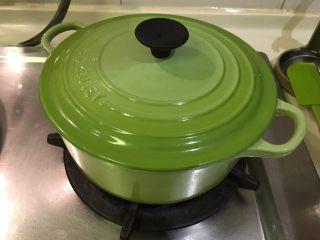 培根蔬菜汤,再盖起来,关火闷10分钟!