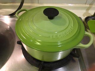 培根蔬菜汤,盖起来煮开