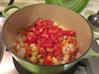 培根蔬菜汤,番茄丁(炒)