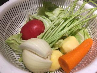 培根蔬菜汤,该去皮的去皮,该洗的洗!